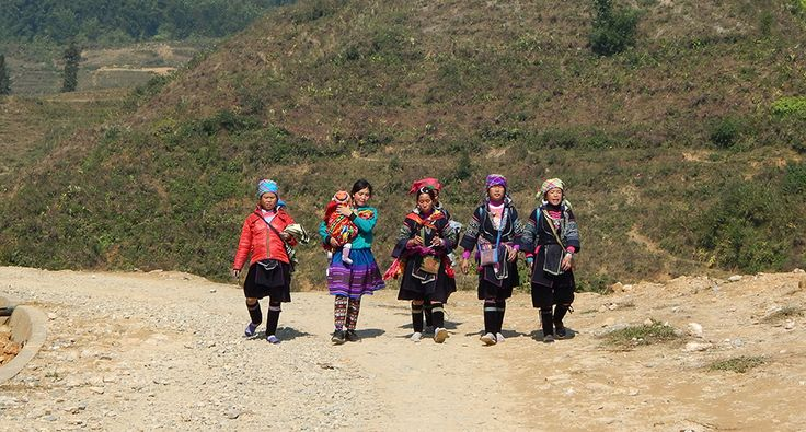 Black Hmong women in Sapa. #hmong #travel #wander #village #sapa #vietnam