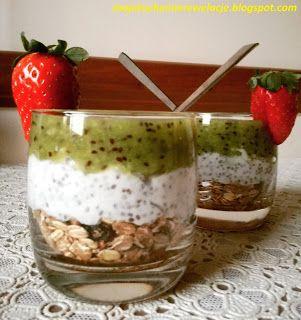 Moje                                                                       Kuchenne Rewelacje  : Chia pudding z musli i musem kiwi