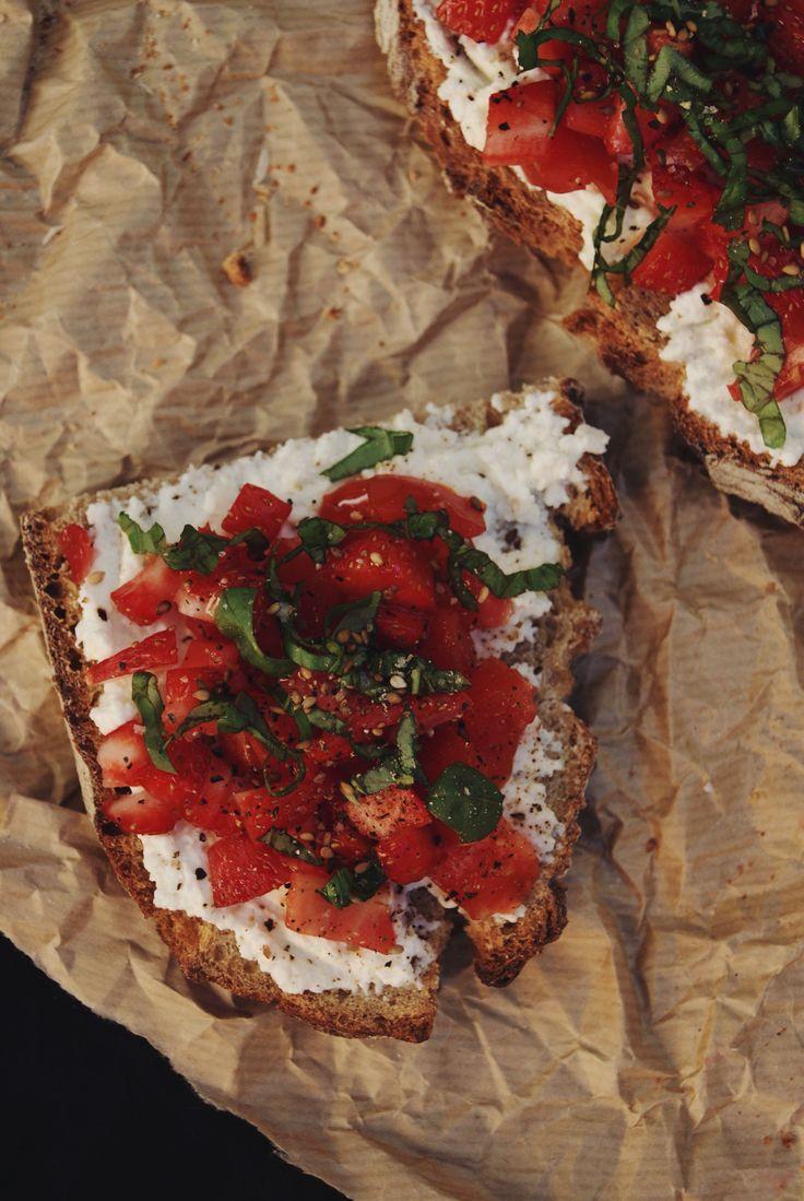 Tartine ricotta, tomates, gariguettes