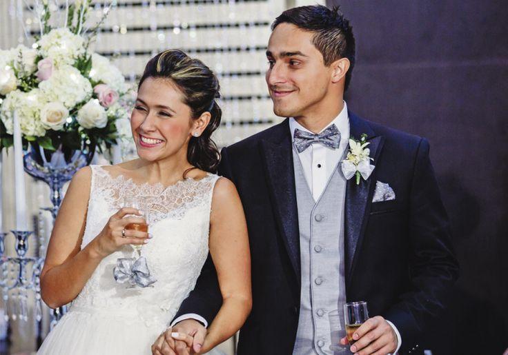 Emotivo brindis por la felicidad de los nuevos esposos.