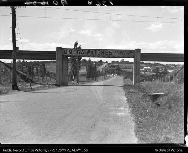 Holmesglen Railway Bridge on Warrigal Rd, looking North