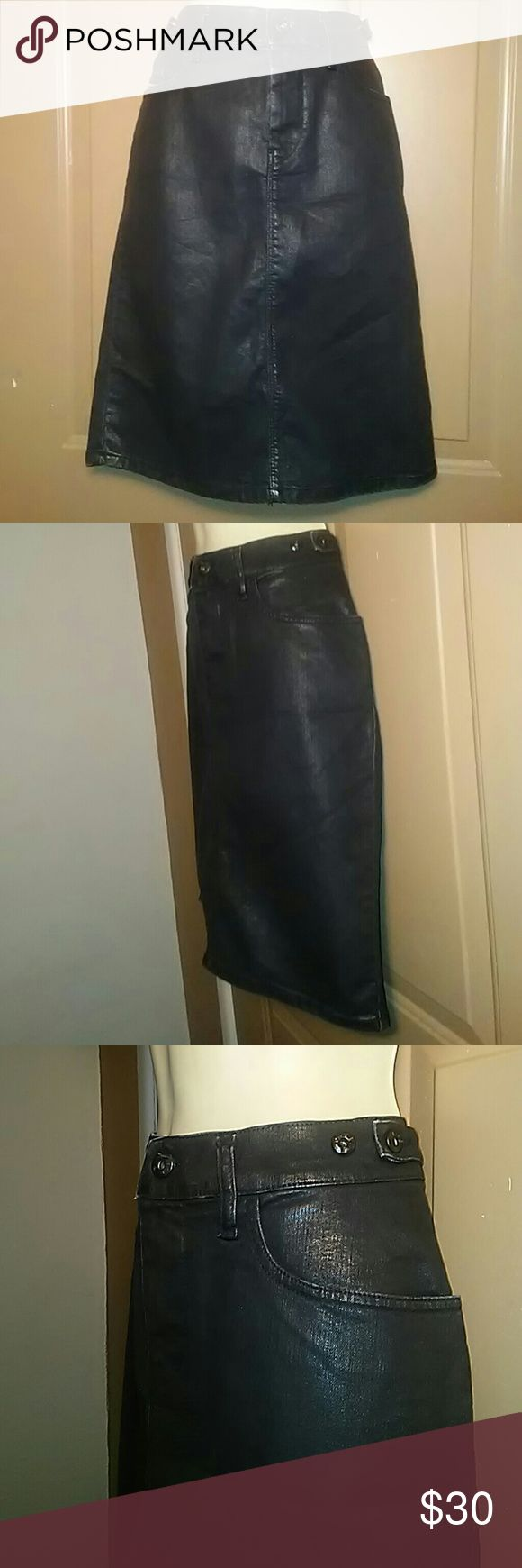 """NWT BLACK FAUX LEATHER DIESEL SKIRT-SIZE 28 -Brand New with Tags -Diesel Black Faux Leather Skirt -Size 28 -5 Pockets -6"""" slit in the middle, back of skirt -75% Cotton, 23% Polyester, 2% Spandex -Waistline measures 16"""", laying flat -Top hem to bottom hem measures 22"""" Diesel Skirts"""