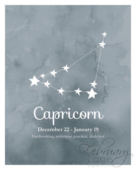 ¿Buscando una forma económica de decorar tu hogar o un regalo de cumpleaños para un Capricornio? Entonces esta es la compra perfecta!  ESTE LISTADO ESTÁ PARA UNA IMAGEN DIGITAL DE ALTA CALIDAD EN FORMATO JPEG. TENGA EN CUENTA QUE IMPRESIÓN FÍSICA NO SE LE ENVIARÁ EN EL POST.  Usted recibirá dos imprimibles: uno para imprimir de la constelación de estrellas de Capricornio en fondo oscuro textura acuarela azul y otro con la misma imagen con la fecha y características del zodíaco. El texto en…
