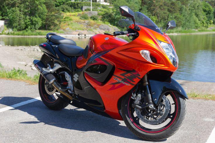 Wheel Reviews: Suzuki Hayabusa vs Yamaha V-Max - A Comparison