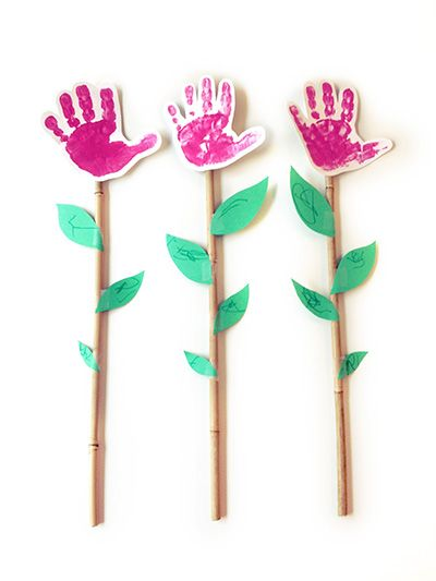 [Image Only] Sweet hands flower bouquet for #MothersDay! #preschool #kidscrafts (pinned by Super Simple Songs)