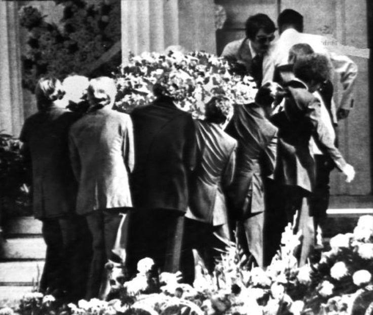 Pallbearers carry Elvis' casket into the mausoleum on August 19, 1977.