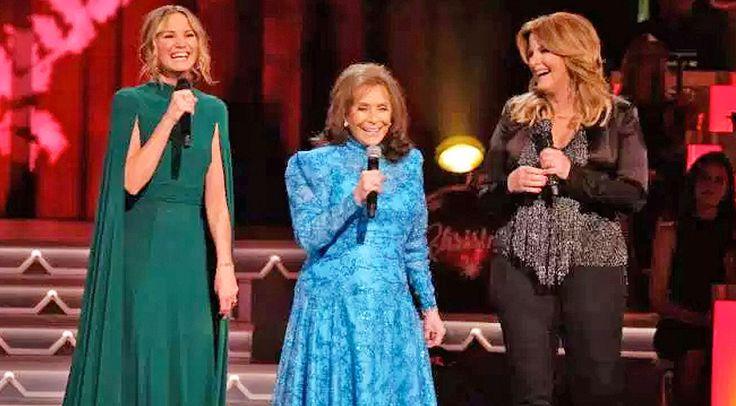 Loretta Lynn Joins Trisha Yearwood & Jennifer Nettles For Heavenly 'Country Christmas' Performance