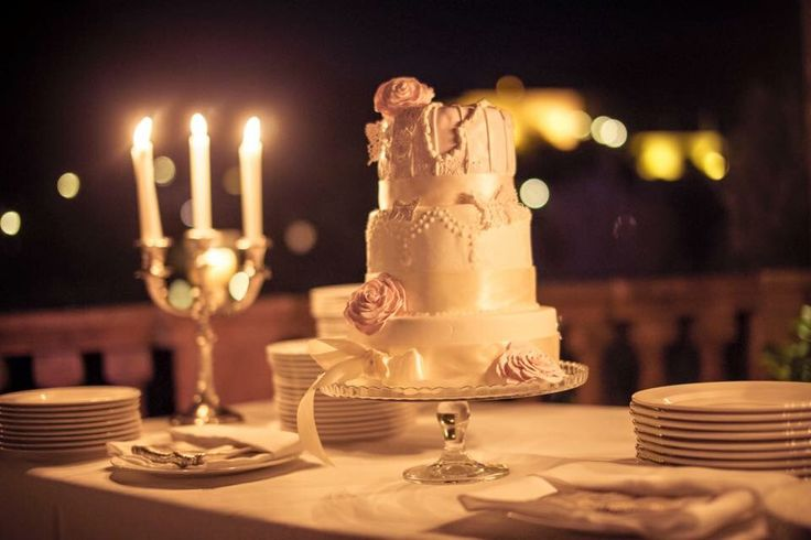 Romantic wedding cake With Deliciously Sorted Mallorca and Hannah Victoria Photography