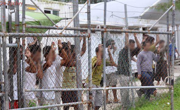 """Austrálie odškodní migranty miliardou. Držela je v """"pekelném"""" táboře"""