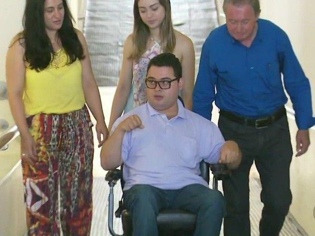 #News  Jovem com paralisia cerebral se torna bacharel em Direito em Pouso Alegre