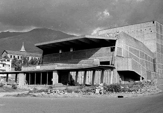 Teatro Pablo Tobon en construccion, 1966 aprox