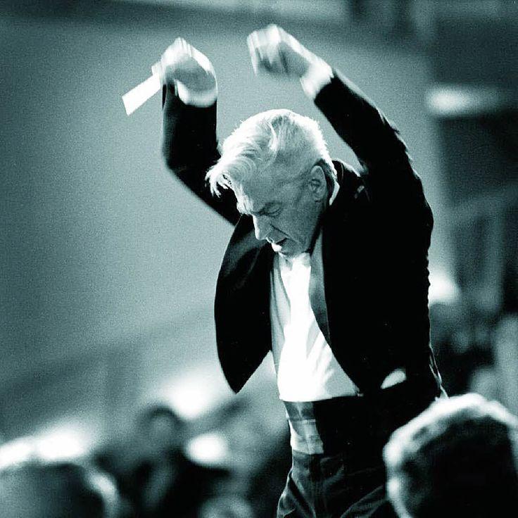 Herbert von Karajan im edel-existenzia...wasser'schen Fotografie-Künste.     Foto: Haus Löwenberg