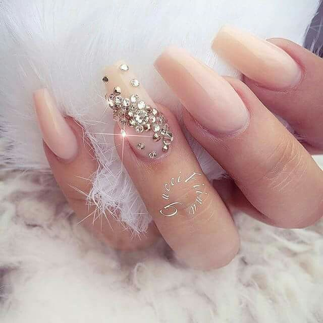 Nails nude