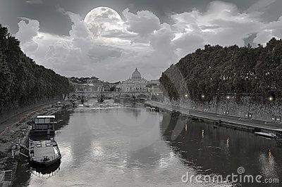 Full moon over Tiber River - Luna piena sul fiume Tevere