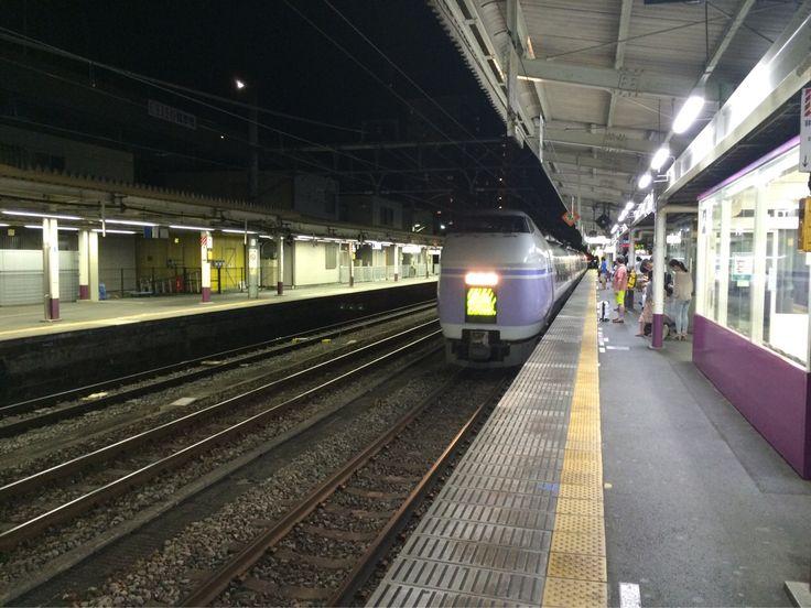甲府駅の発車メロディが某英国人作曲の楽曲なのが何故なのか気になる。