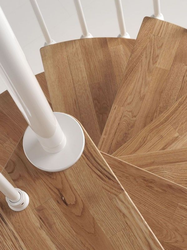 Oak70: Scala a chiocciola in kit di grande eleganza