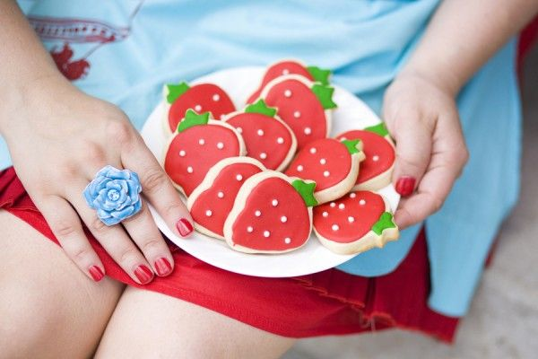 great idea for strawberry shortcake theme: Strawberries Birthday, Sugar Cookies, Strawberries Cookies, Birthday Idea, 1St Birthday, 3Rd Birthday, Strawberry Cookies, Strawberries Sugar, Birthday Party