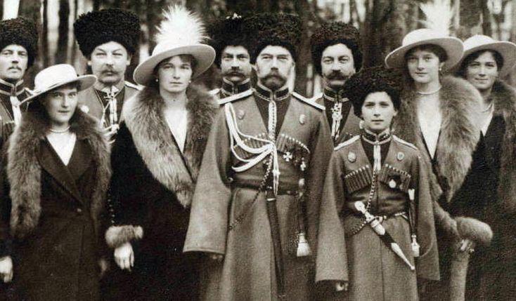 Matrimonio Romanov : The romanovs visiting a regiment during world war i from