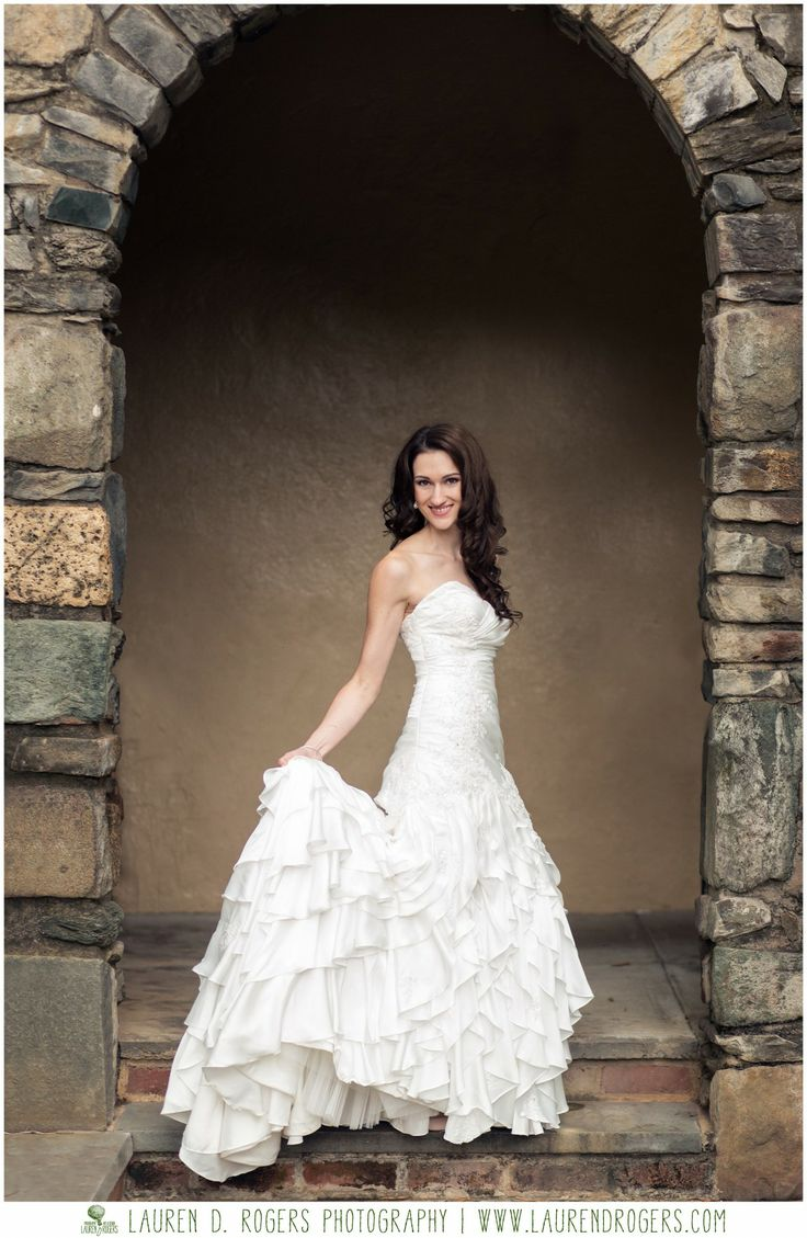 Pin by emily burks on bridal portraits pinterest for Outdoor wedding photography poses
