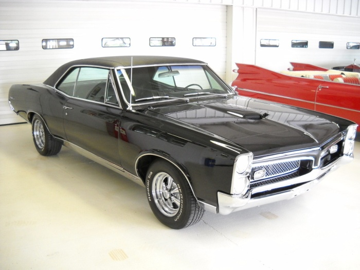 1967 Pontiac GTO  I'm having a tacky cardia right now.. Mmm mmm