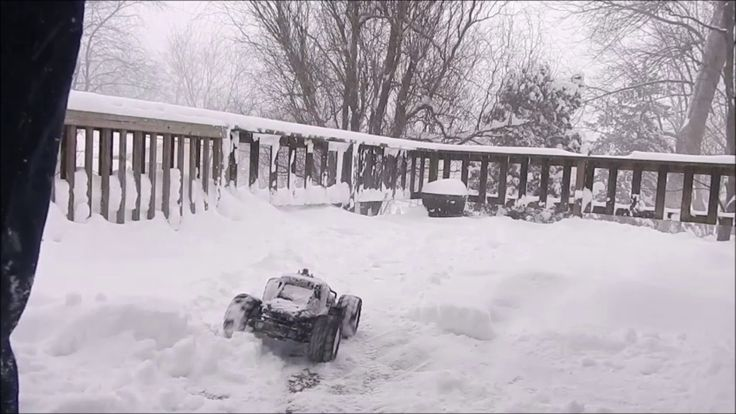 Gas Powered Rc 4x4 Truck VS SNOW REDCAT Racing Earthquake 3.5