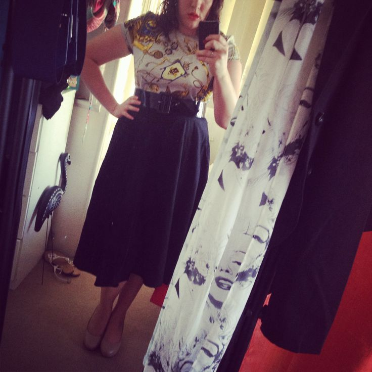 Scarf Shirt, 50s Swing Skirt and Nude Pumps #PinUp
