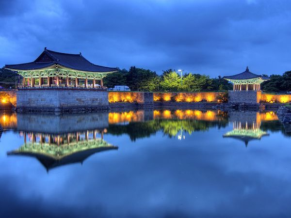In 674 King Munmu created Anapji Pond within the walls of Wolseong, the royal palace during the Silla kingdom. Surrounded by magnificent gardens, the artificial pond was made to look like a small sea, complete with islands and sailing ships; modern treasure hunters have retrieved some 30,000 Silla artifacts from its waters.