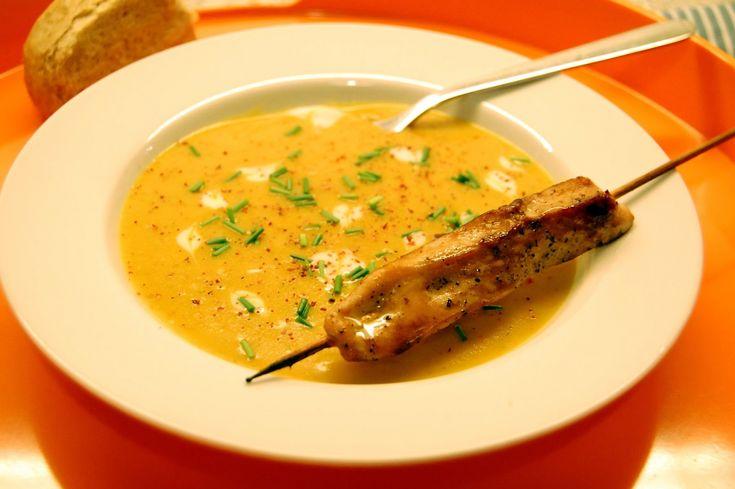 Foto: Sara B. Clausen.    Dette er en virkelig lækker suppe som smager skønt og giver varmen på en kold dag. Jeg har taget udgangspunkt i ...