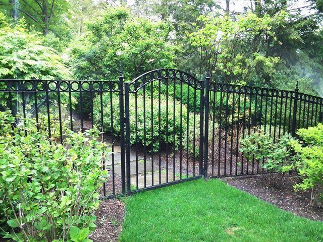 A Simple Garden Fence Tilly S Nest Small Garden Fence Fenced Vegetable Garden Fence Landscaping