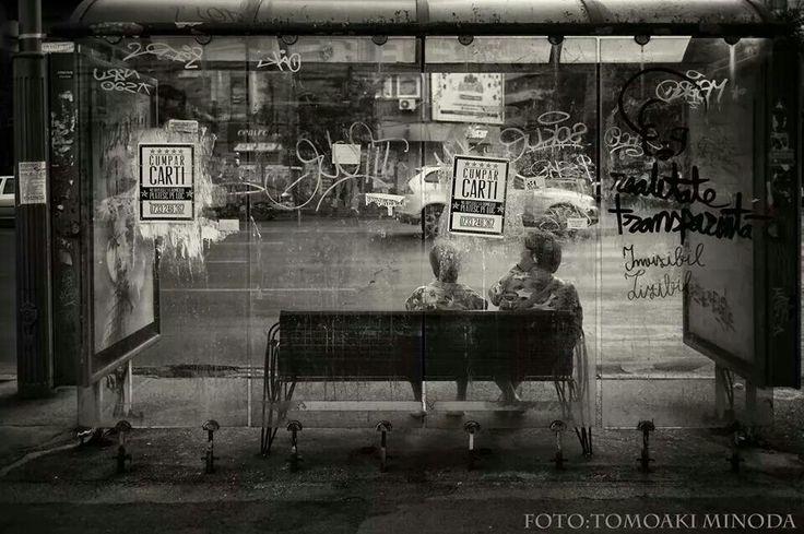 Bucharest bus stop. Photo credits: Tomo Minoda