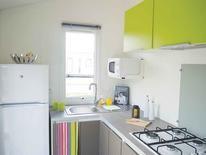 BAHIA DUO : le vert s'invite dans la #cuisine de votre #mobilhome ! De quoi donner vous donner la pêche en préparant votre repas ! #mobilhomerideau #cuisine #decoration