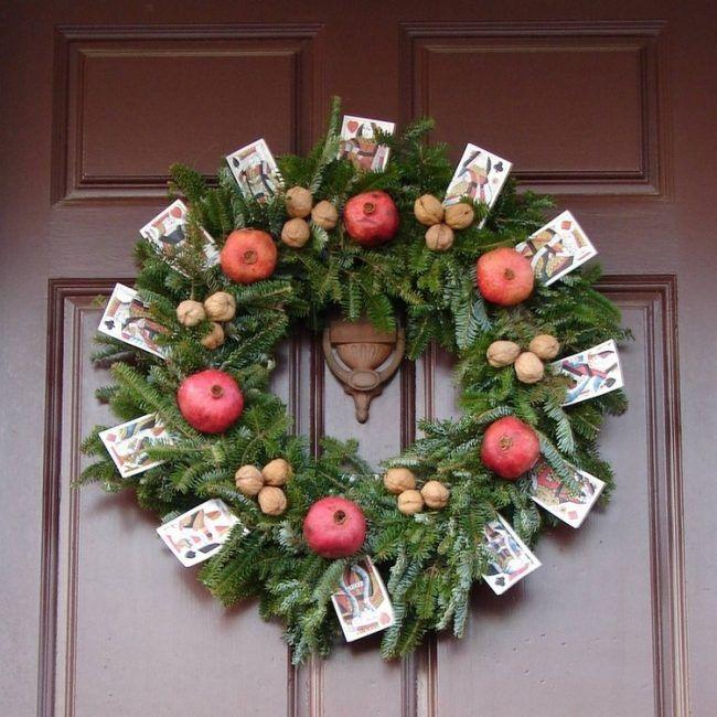 Die besten 25 dekoration weihnachten tannenzweige ideen auf pinterest weihnachtskarte anzeige - Holzkranz dekorieren ...