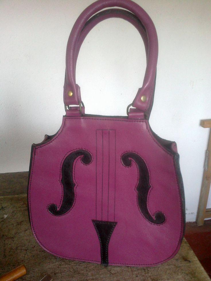 Bolso-chelo! #leather #cuero #bag #bolso #violonchelo #chello