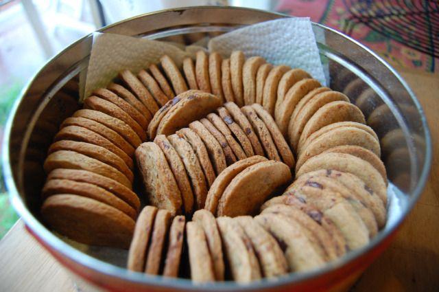 Biscotti integrali al cardamomo (vegani, light) | Ricetta frolla base di farro integrale (senza margarina) con aggiunta di cardamomo e/o altro, ad es. gocce di cioccolato.