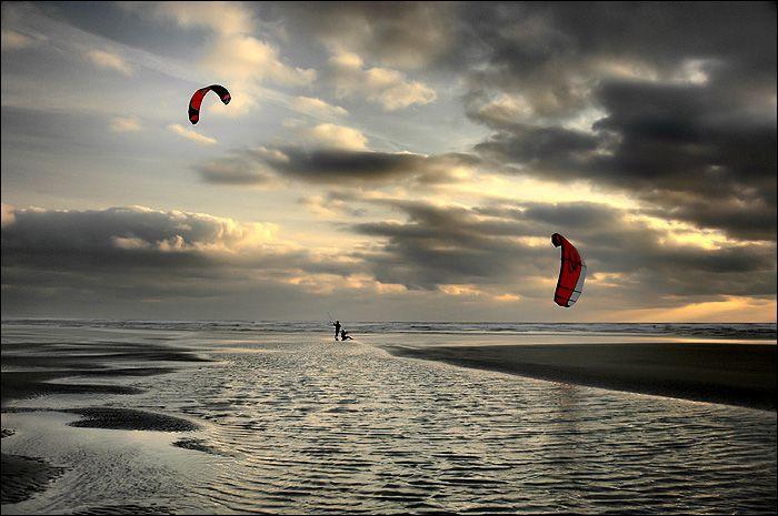 Duo de kites surfeurs