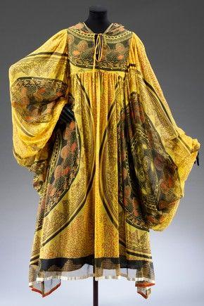 Knitted Circle evening dress, Zandra Rhodes, 1969. Museum no. T.358-1974
