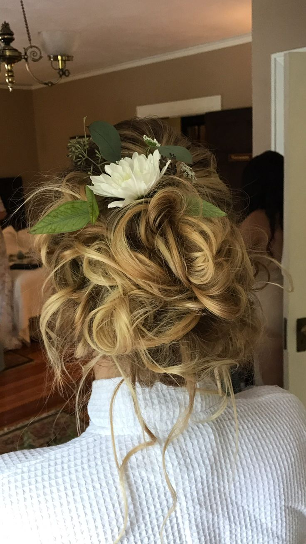 Messy updo by @katoropallo Katherine Elizabeth Salon  #katherineelizabethsalon #katoropallo #weddinginspo #weddinghair