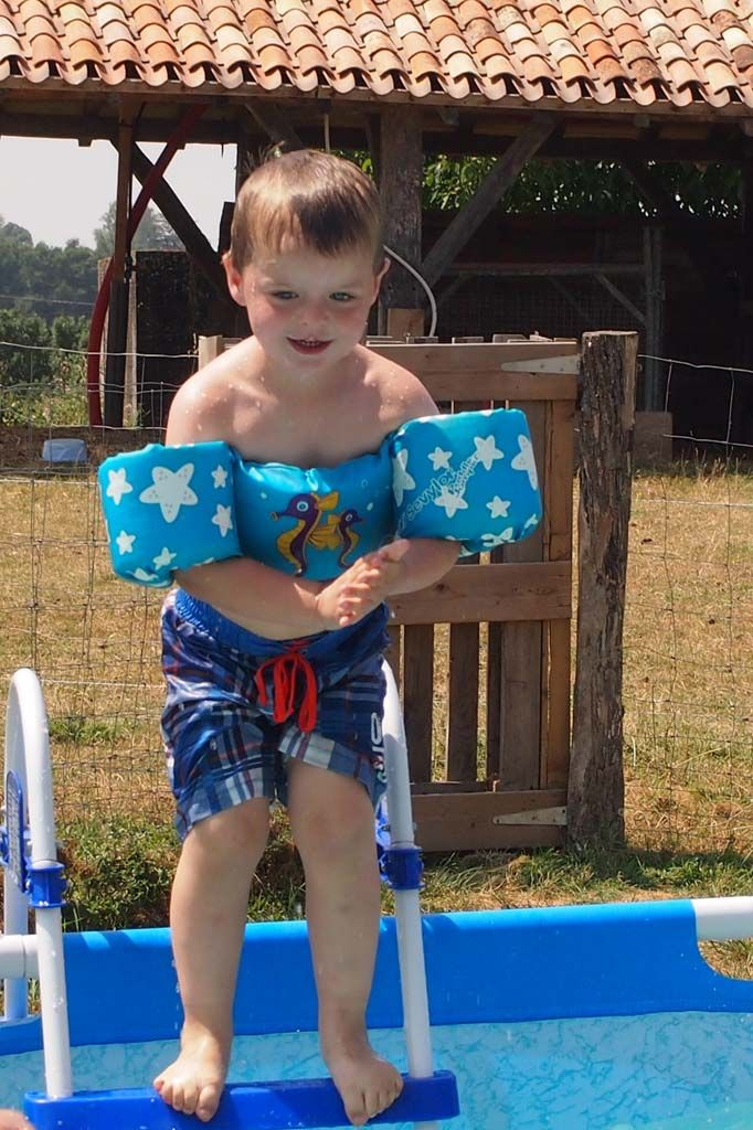 Het zwemseizoen komt er weer aan. We hebben alle mogelijke drijfmiddelen voor kids op een rij gezet en delen onze ervaringen ermee.