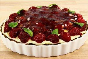 Jordbærtærte med nøddebund og creme 4