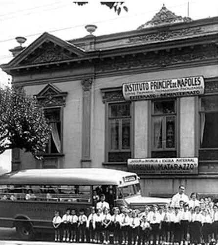 Década de 20 - Alameda Glete. Casarão contruído em 1892 abrigava, na época, o Instituto Príncipe de Napoles. Atualmente o Colégio Maria José.