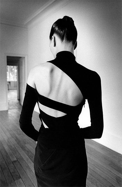 Love the cut of this dress.  Photography Blog: Black and White Fashion Photography by Jeanloup Sieff