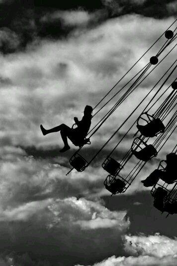Ridere,è rischiare di apparire matti. . . Piangere, è rischiare di apparire sentimentali. …./Tendere la mano, significa rischiare di impegnarsi. . . Mostrare i sentimenti, è rischiare di espo…