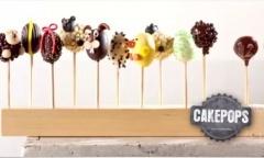 snoeptaart met zelfgemaakte lolly's en merengue