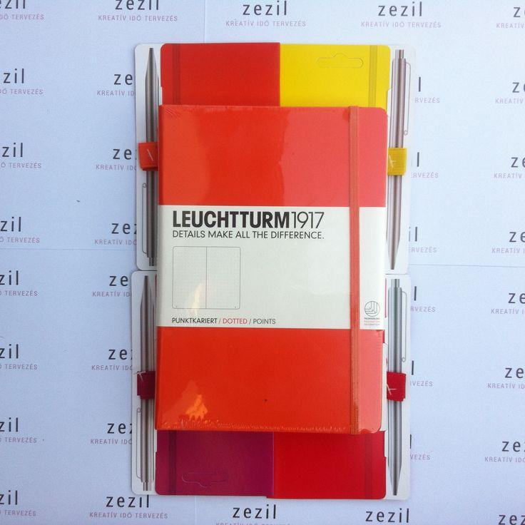 Narancssárga színű Leuchtturm1917 A5-ös méretű ponthálós jegyzetfüzet narancssárga, citromsárga, málna színű és piros tolltartó gumival.  Leuchtturm1917 | pen loop | zezil