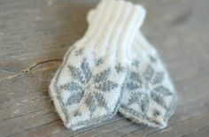 selbuvotter traditional baby mittens from Norway. With link to knitting pattern. Knitwear and Handmade
