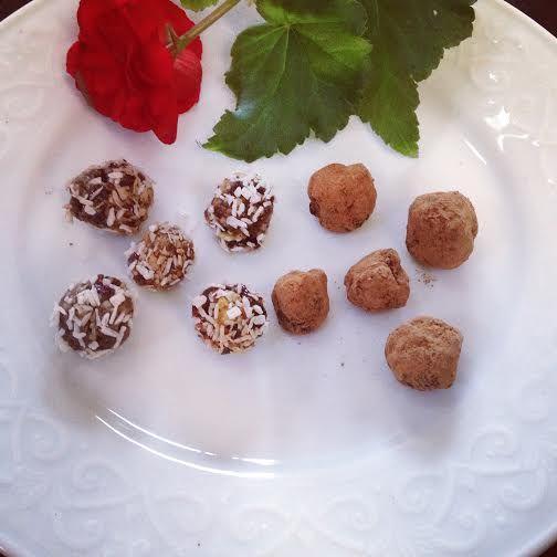Raw Cacao Truffles! Chocolate! Chocolate! Chocolate! www.farmfoodieandfitness.com