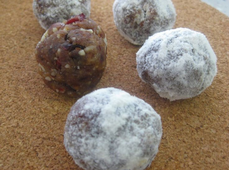 My Thermomix Kitchen - Blog for healthy low fat Weight Watchers friendly recipes for the Thermomix : Dried Cherry and Date Bliss Balls