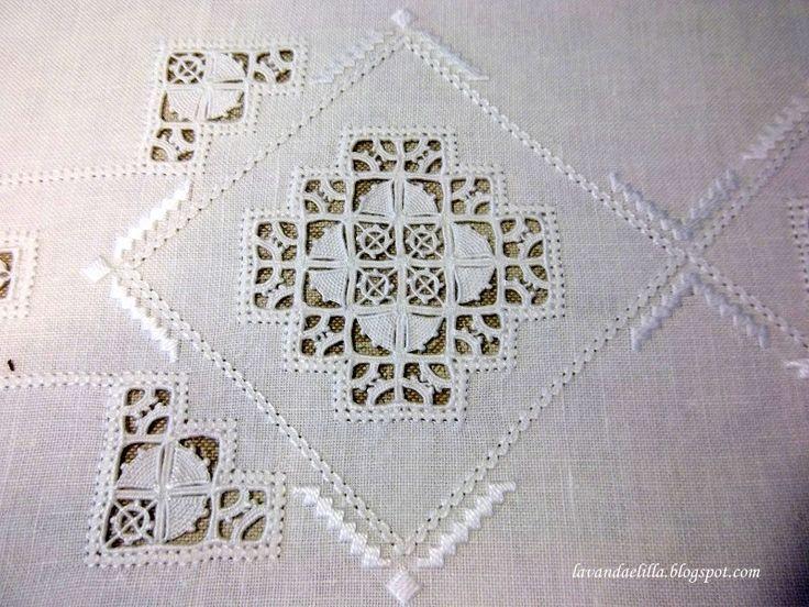Asciugapiatti e Tovaglia a Reticello ~ ~ detail from a tablecloth ~ by Lavanda e Lillà