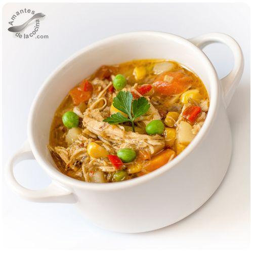 Este chupe de pollo, es simplemente delicioso, le levanta el ánimo a cualquiera, quita el frío y te repone de cualquier gripe o resaca.