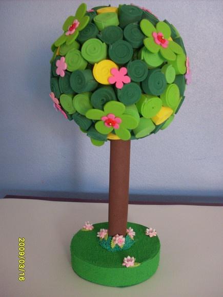 Árvore em EVA. Ideal para enfeite de mesa.